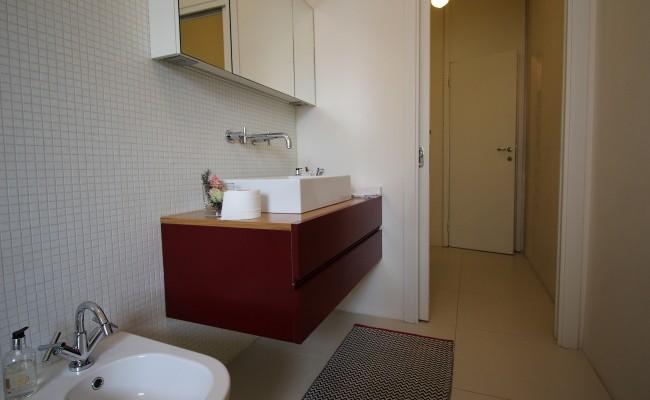 Mobili bagno in Rovere e laccato rosso   Falegnameria Fallacara