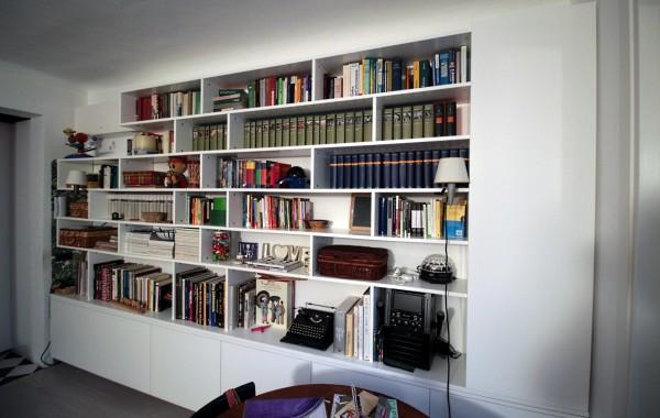"Libreria ""sospesa"" laccata bianco opaco"