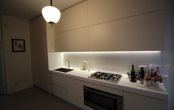Cucina laccata avorio con top in Krion