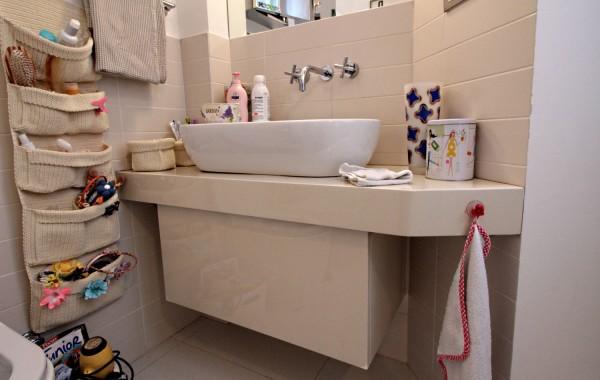 Mobile bagno in legno laccato panna lucido